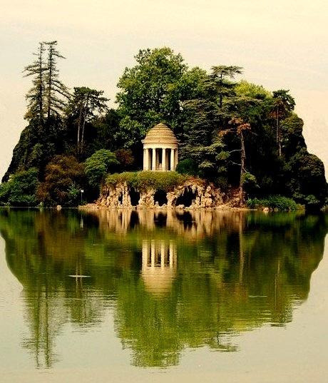 Island, Daumesnil Lake, Paris, France